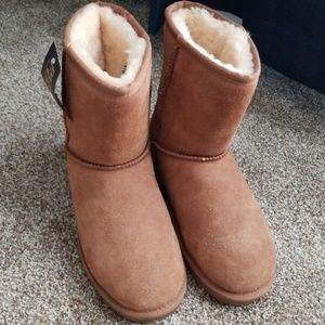🌻BEACH FEET UGG BOOTS🌻SIZE 7🌻NEW